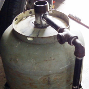 Shows how to build the pressure pot sandblaster.